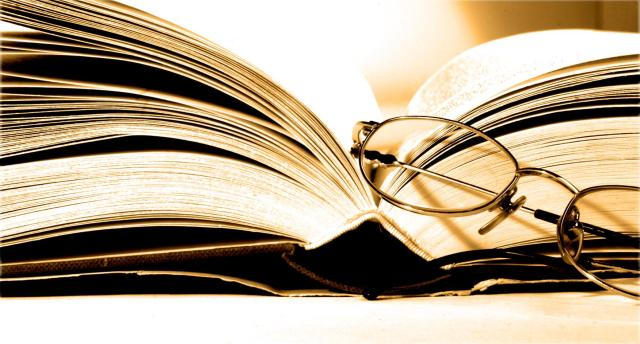marketing-agencija-kainoto-books-glasses